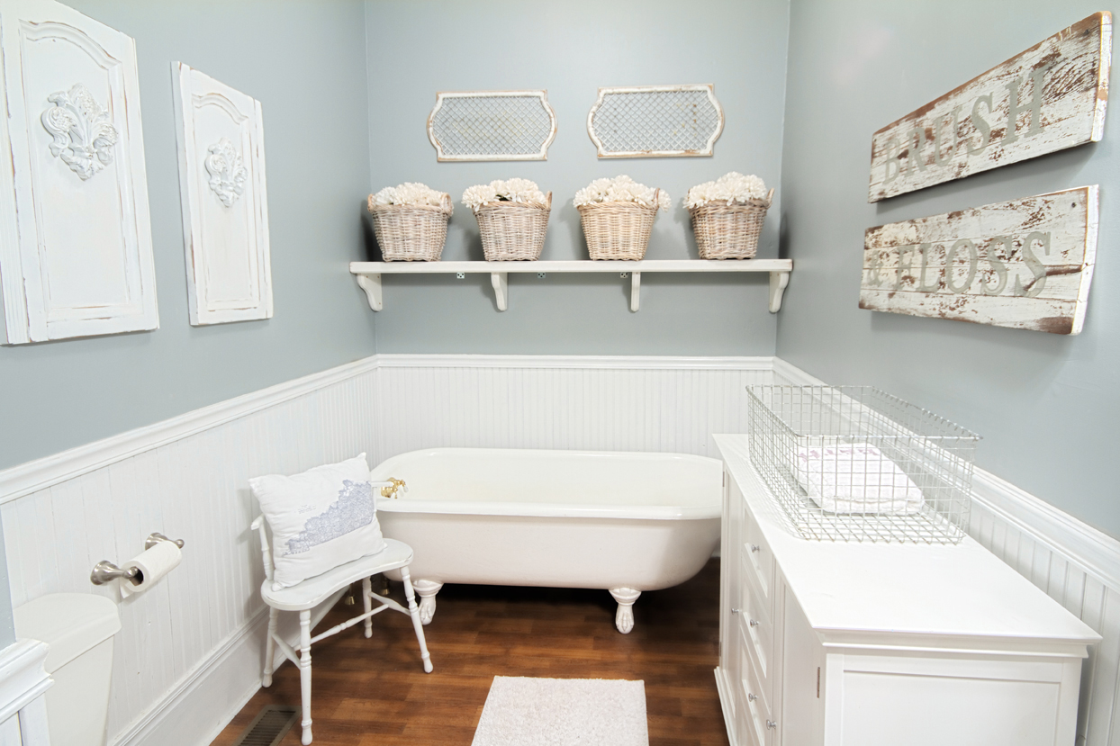 Farmhouse bathroom thistlewood farm - Dormitorios con encanto ...