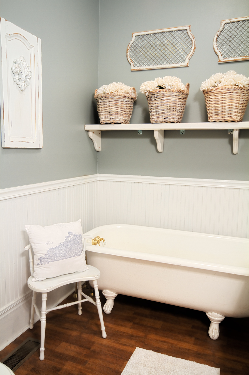 Farmhouse bathroom thistlewood farm for Bathroom decor farmhouse